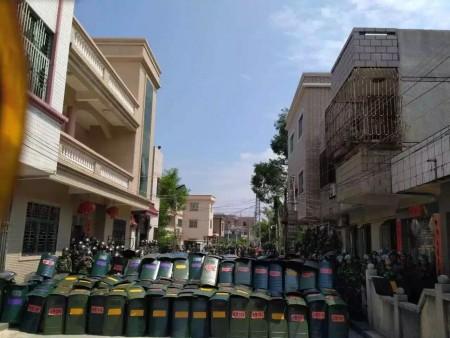 Sáng ngày 13/9, khoảng 1.000 cảnh sát chống bạo động vũ trang tiến vào thôn Ô Khảm để bắt người dẫn đến xung đột đổ máu.