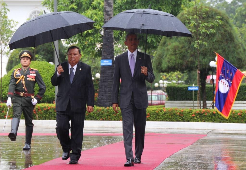 Chủ tịch Lào Bounnhang Vorachith đón ông Obama tại Viêng Chăn hôm 6/9/2016