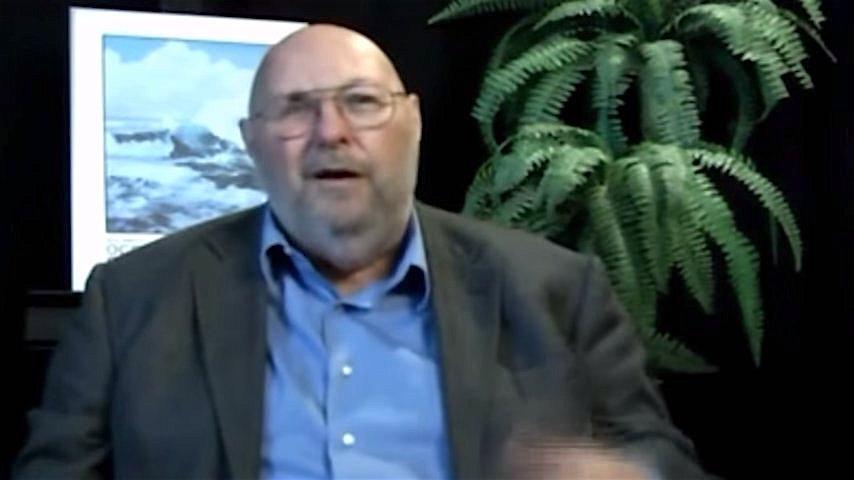 Ông Vandenbush để về trải nghiệm của mình (ảnh chụp/Youtube)