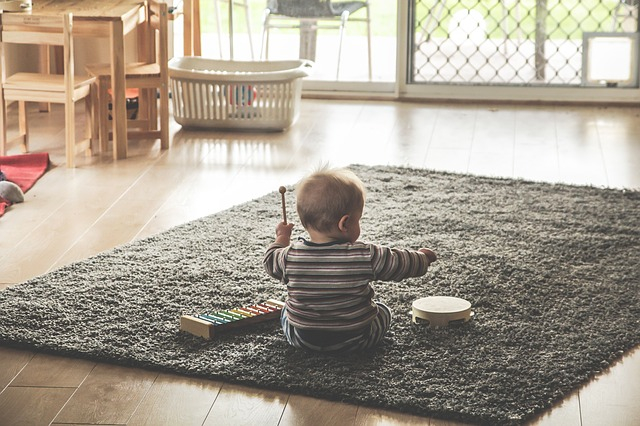 Expose babies and toddlers to music from a young age. (Image: Pixabay/ CC0 Public Domain)