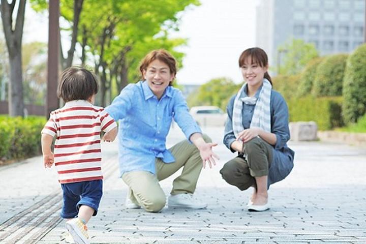 Kết quả hình ảnh cho cha mẹ và con