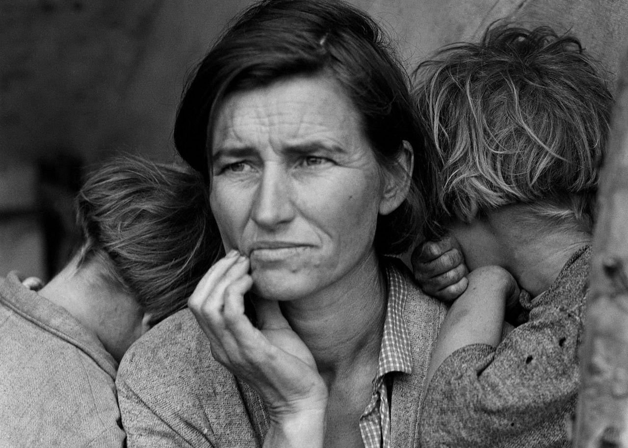 """Bức ảnh nổi tiếng thời Đại suy thoái ở Mỹ có tên """"người mẹ nhập cư"""" của Dorothea Lange chụp năm 1936"""