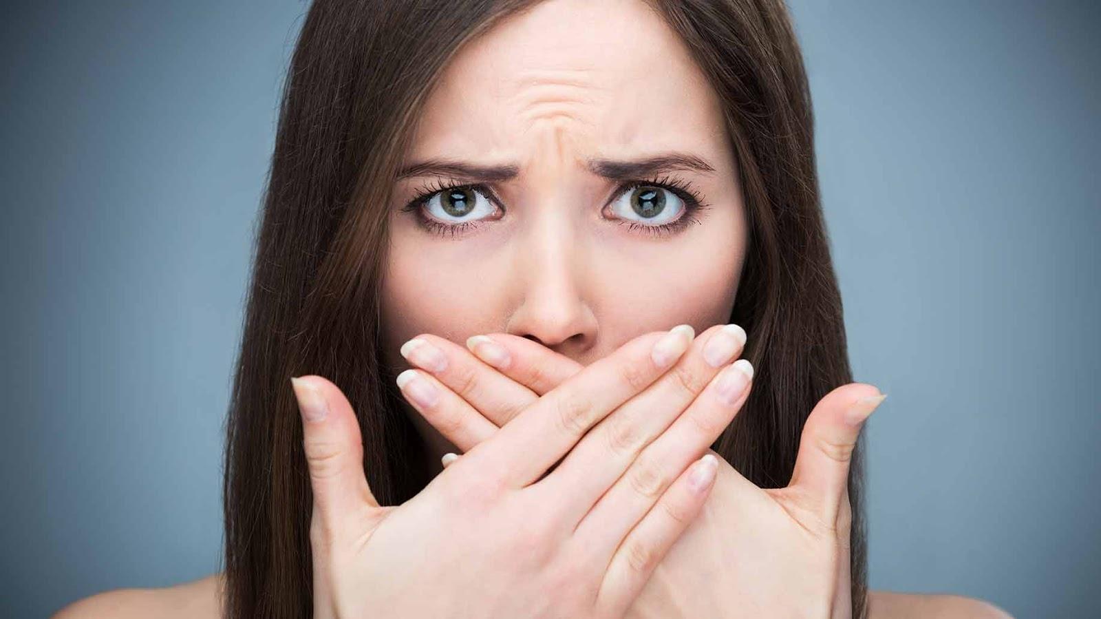 Hôi miệng có thể liên quan đến nhiều vấn đề sức khỏe khác chứ không chỉ là răng miệng (Ảnh: Shutterstock)