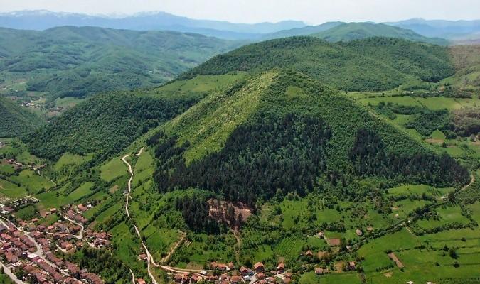 Kim tự tháp Mặt Trời ở Bosnia. (Ảnh: Wiki)