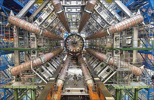 Máy gia tốc hạt lớn (LHC) (Ảnh: Flickr)