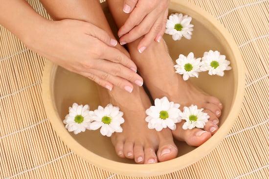 Nâng niu bảo vệ bàn chân giúp cơ thể phòng tránh nhiều loại bệnh (Ảnh: Shutterstock)