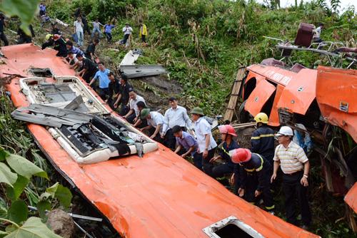 Hiện trường vụ tai nạn thảm khốc tại Sa Pa trong đợt nghỉ lễ 2/9/2014. (Ảnh: nld.com.vn)