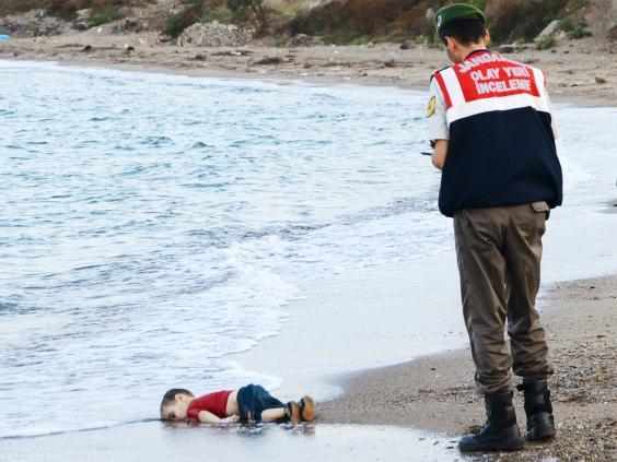 Kết quả hình ảnh cho Aylan Kurdi cuộc thi viết thư quốc tế UPU
