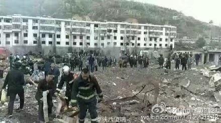Công tác cứu hộ sau vụ nổ.