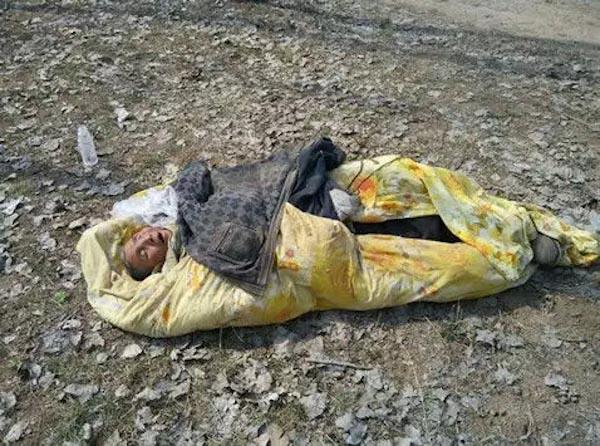 Một người già Trung Quốc bị bỏ rơi ở nông thôn.