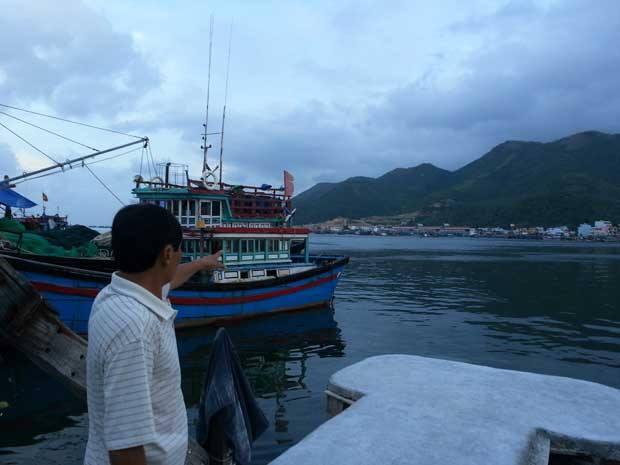 Ảnh: Cảng cá sau nhà anh Châu Sơn