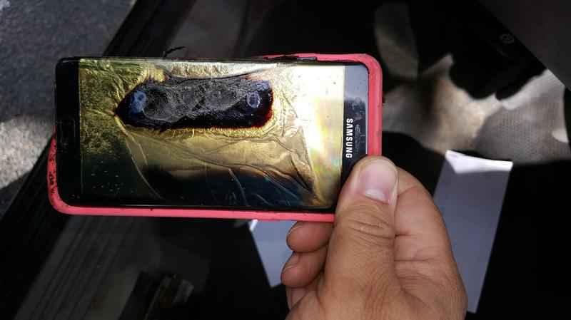 Chiếc điện thoại Samsung Galaxy Note 7 bốc cháy ở Minnesota (Ảnh: Andrew Zuis)