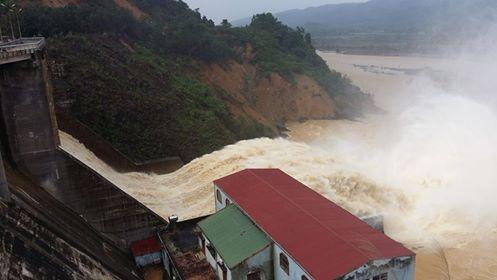 Hình ảnh Thủy điện Hố Hô xả lũ vào ngày 16/10. (Ảnh: nld.com.vn)