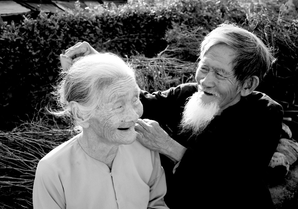 Duyên vợ chồng là một đời một kiếp quan tâm yêu thương lẫn nhau
