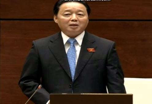 Bộ trưởng Bộ TN&MT trả lời trong phiên chất vấn tại Quốc hội vào sáng nay. (Ảnh chụp màn hình)