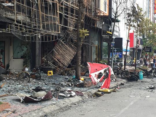 Hiện trường sau vụ cháy quán karaoke khiến 13 người thiệt mạng tại phố Trần Thái Tông (quận Cầu Giấy, Hà Nội). (Ảnh: nld.com.vn)