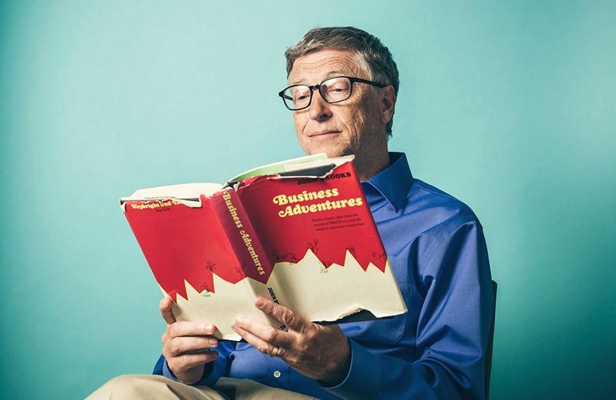 Mặc dù là doanh nhân bận rộn nhưng tỷ phú Bill Gates vẫn thường đọc ít nhất một cuốn sách mỗi tuần. (Ảnh: Internet)