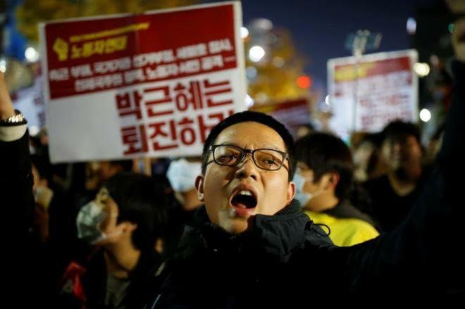 Biểu tình phản đối Tổng thống Park Geun Hye tại thủ đô Seoul