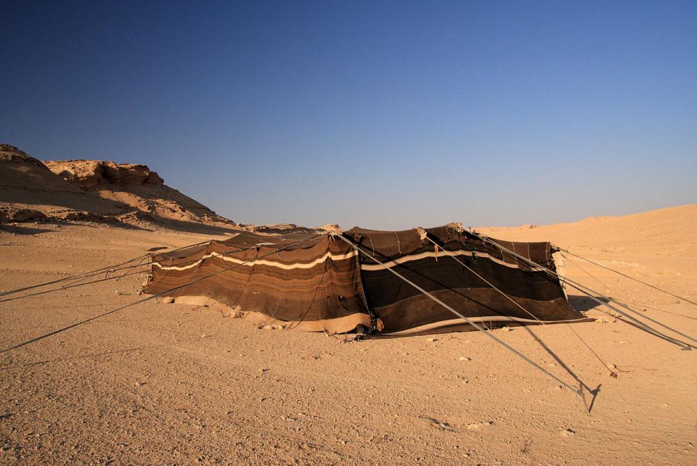 Lều của người Bedouin cũng có màu tối (ảnh: Wiki)