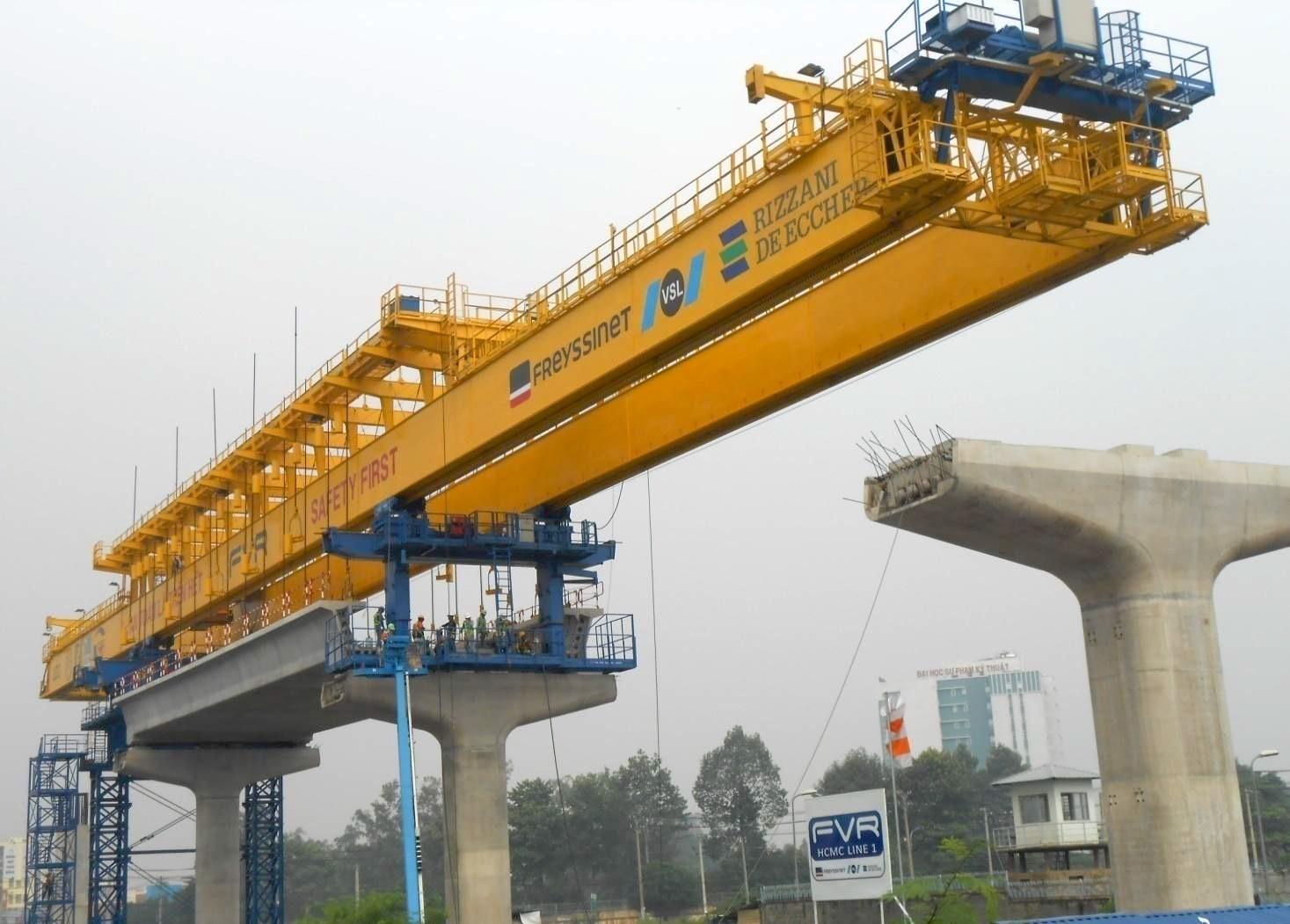 Dự án Metro Bến Thành - Suối Tiên có tổng vốn 2,49 tỷ USD (hơn 47.000 tỷ đồng) được khởi công vào tháng 8/2012. (ảnh qua: hcmcmetroline1-scc.com.vn)
