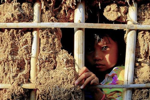 Theo số liệu do Bộ GDĐT công bố năm 2014, hơn 1 triệu trẻ em Việt Nam không được đến trường, trong đó đa phần là trẻ em nghèo, trẻ em sống ở các khu vực xa xôi, hẻo lánh, trẻ em dân tộc thiểu số, khuyết tật, trẻ phải lao động và trẻ em di cư… (Ảnh minh họa/Sưu tầm)