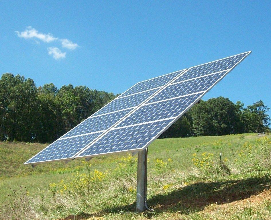 Công nghệ theo dõi trục đơn, giúp các tấm pin mặt trời có thể xoay theo hướng tối ưu với mặt trời