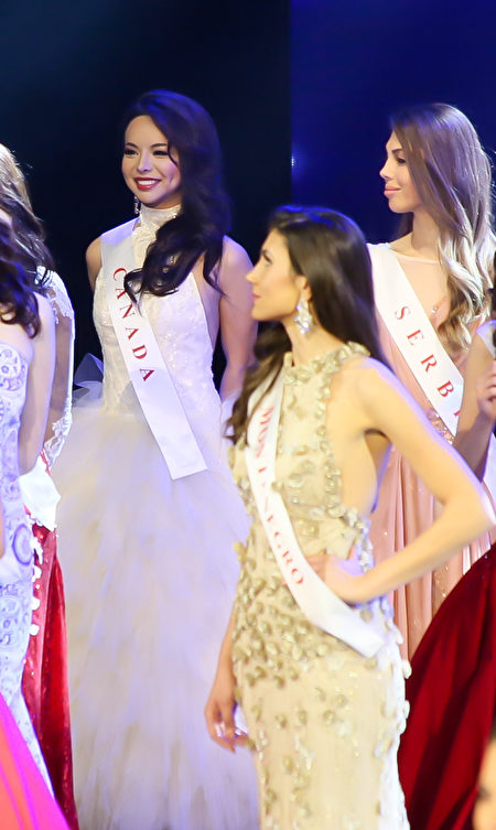 """Cô Anastasia Lin cho biết, thông tin được tham gia Chung kết Hoa hậu thế giới khiến cô cảm thấy """"vô cùng phấn khích!"""" (Ảnh: Lisha/Epochtimes)."""