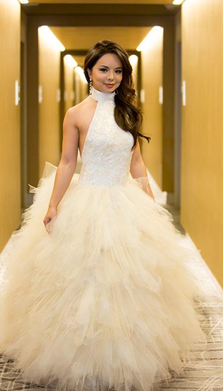 """Hoa hậu Thế giới Canada Anastasia Lin lựa chọn chủ đề thi hoa hậu """"Hãy chấm dứt mổ cướp nội tạng tù nhân lương tâm ở Trung Quốc"""" (Ảnh: Lisha)."""