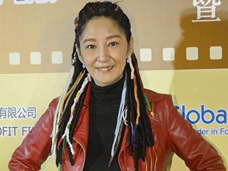 Nghệ sĩ Tuyết Lợi kêu gọi cơ quan quản lý văn hóa Hồng Kông mời Đoàn Nghệ thuật Shen Yun đến Hồng Kông biểu diễn (Ảnh: Song Xianglong).