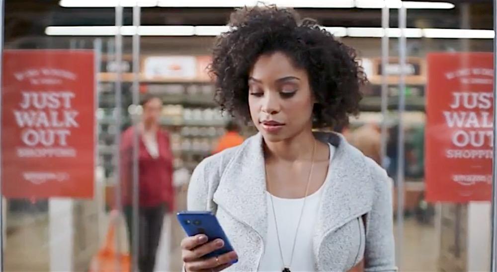 Khách hàng có thể lấy đi bất kỳ món hàng nào mình thích, hóa đơn sẽ được tính vào tài khoản Amazon của họ. (Ảnh: Amazon)