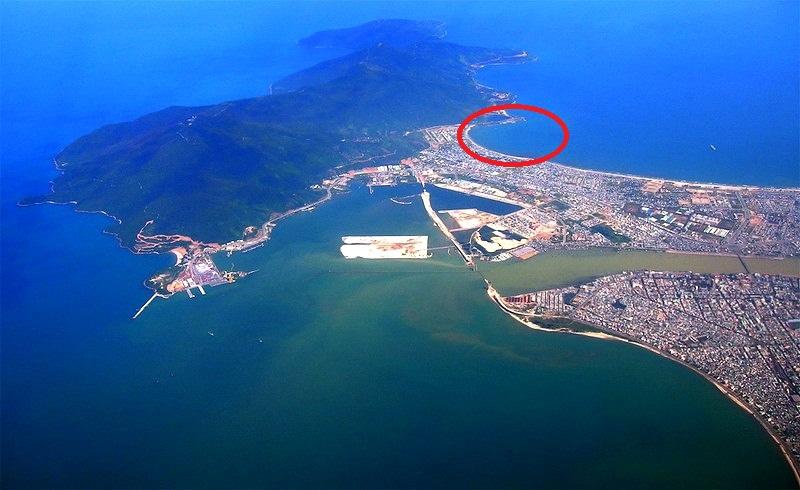 Dự án sử dụng khoảng 100ha đất liền và mặt nước tai khu vực phía Nam bán đảo Sơn Trà (vùng khoanh đỏ). (Ảnh dẫn qua pasoto.com)