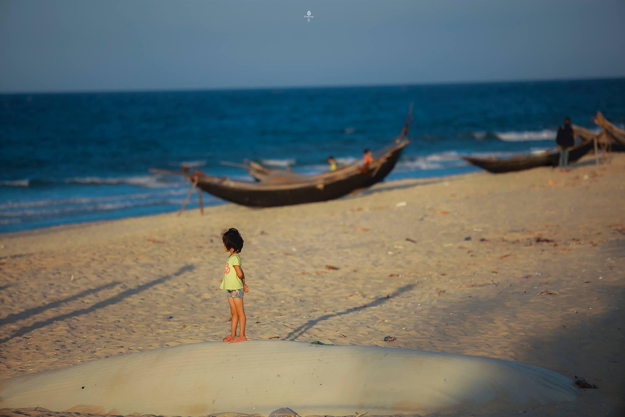 Bao giờ biển đầy cho em cá tôm? Biển Thừa Thiên-Huế, tháng 7/2016. (Ảnh: Tom Hoàng)