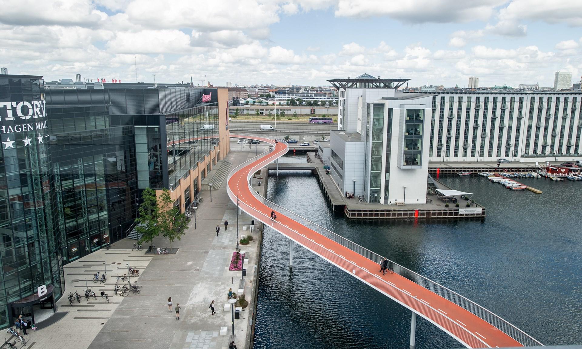 "cầu Cykelslangen (""cầu rắn"") dành cho xe đạp (ảnh: Dissing+Weitling)"