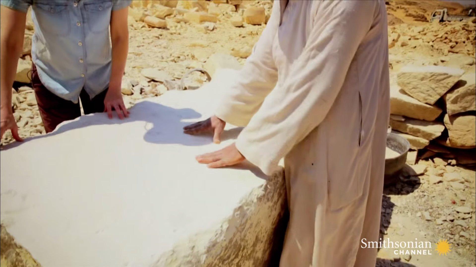 Một tảng đá vôi được đánh bóng, rất trắng và mịn (ảnh: Youtube/Smithsonian channel)