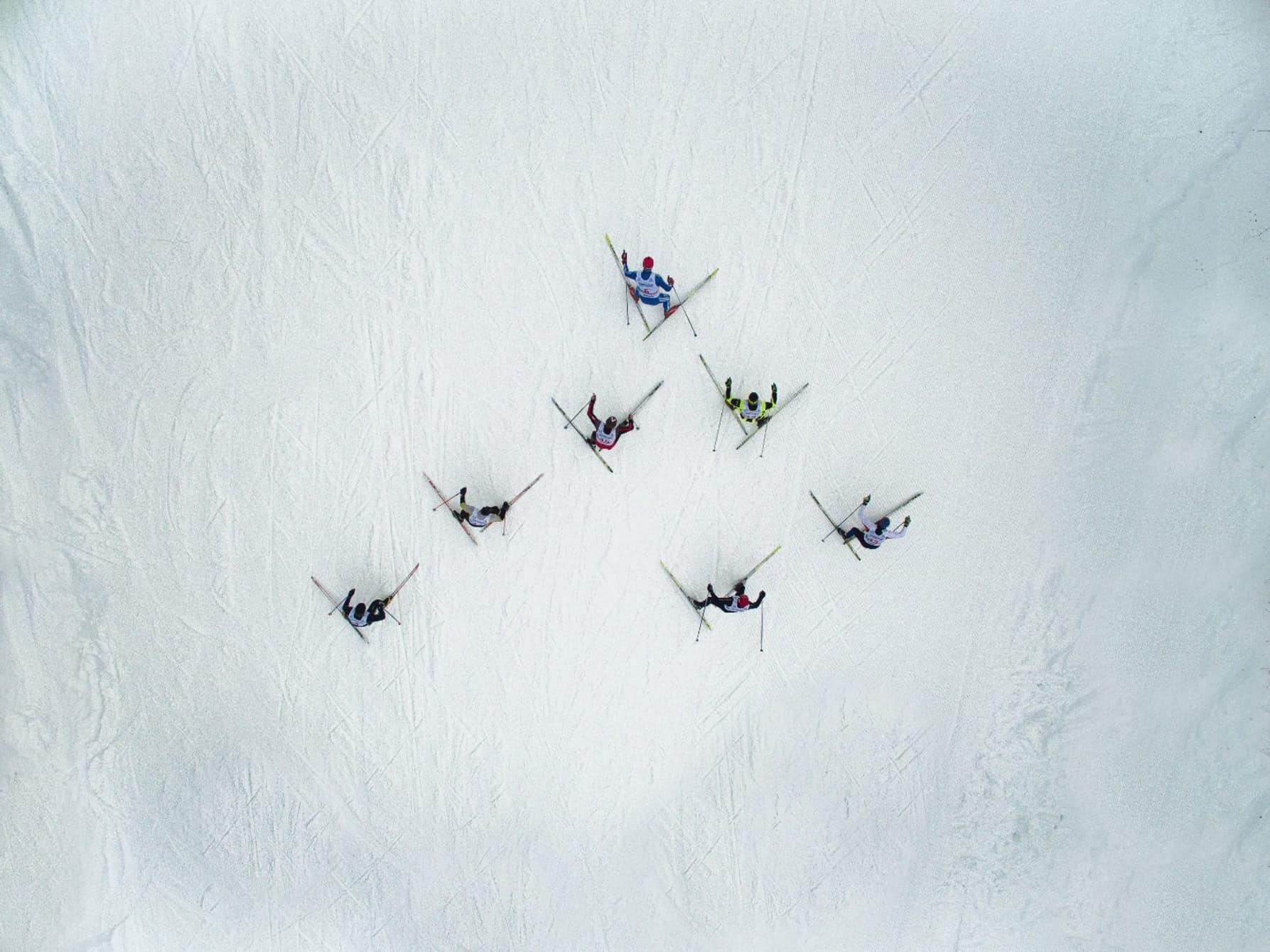Những người trượt tuyết đua với nhau ở Asha, Nga (ảnh: Maksim Tarasov)
