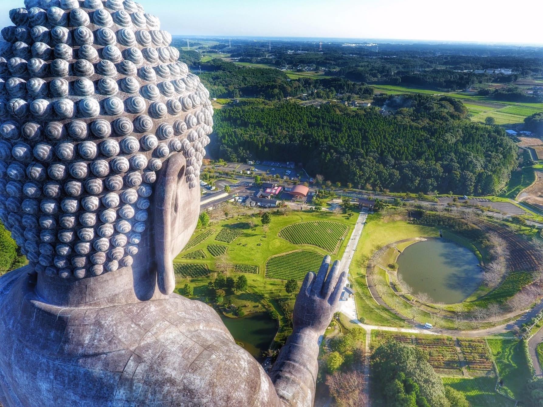 Tượng Phật Ushiku Daibutsuby, Nhật Bản (ảnh: cliechti)