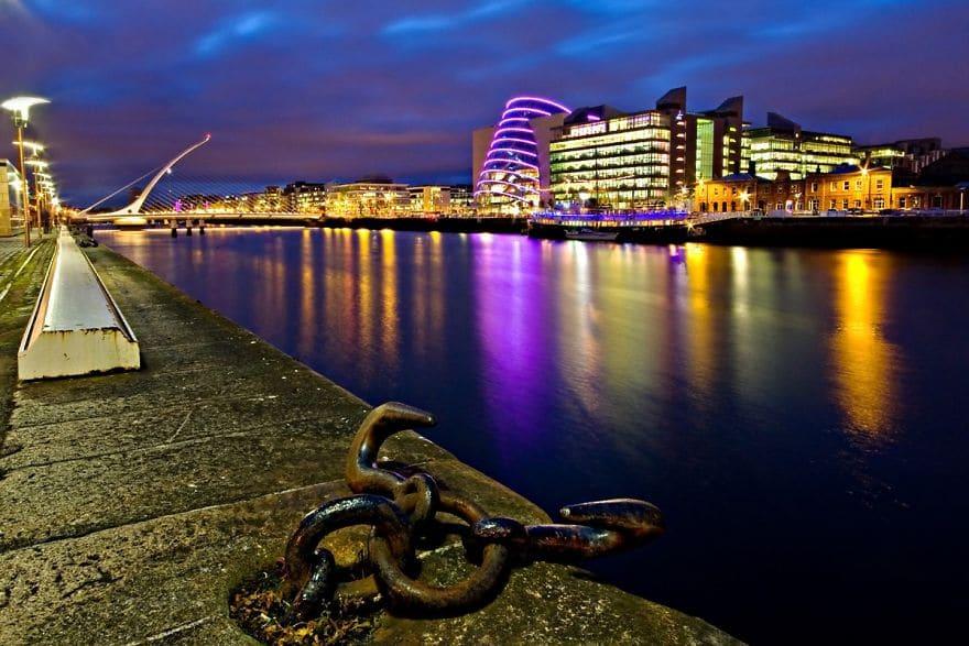 dublin-docklands-by-night-57dfc42df411e__880