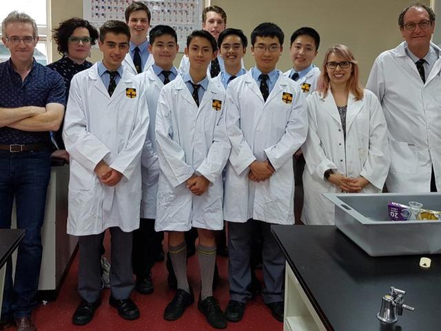 Nhóm học sinh cấp 3 ở Sydney Úc (ảnh: ĐH Sydney)