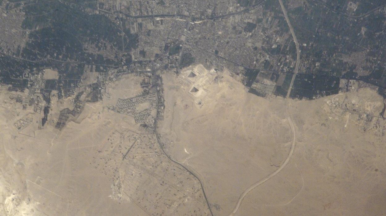 Ảnh chụp kim tự tháp Giza từ vệ tinh (Ảnh: NASA)