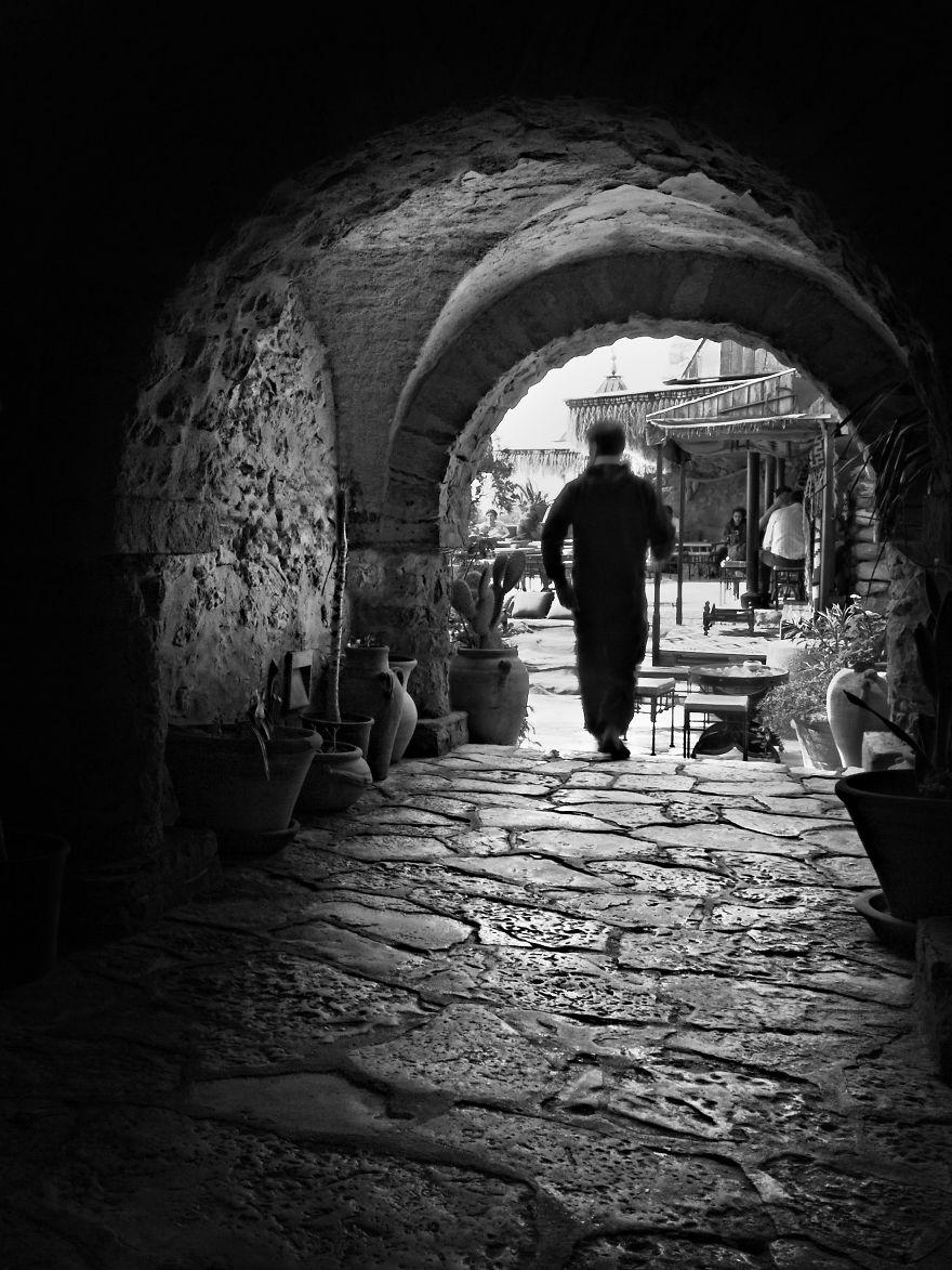 man-in-archway-tunisia-1-57dfc5f537973__880