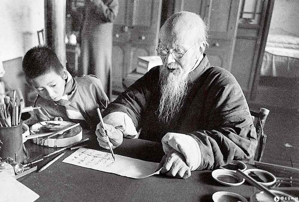 Họa sĩ Tề Bạch Thạch vẫn miệt mài làm việc những năm cuối đời
