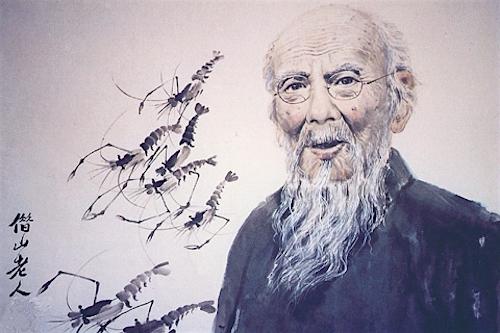 Họa sĩ Tề Bạch Thạch bên cạnh tác phẩm vẽ tôm nổi tiếng của mình (ảnh: Internet)