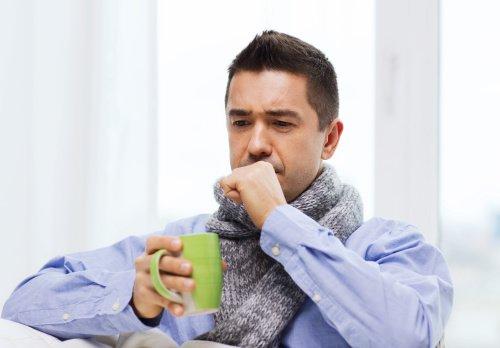 Uống nhiều nước ấm giúp thúc đẩy đào thải virus, vi khuẩn ra khỏi cơ thể nhanh chóng. (ảnh: Fotolia)