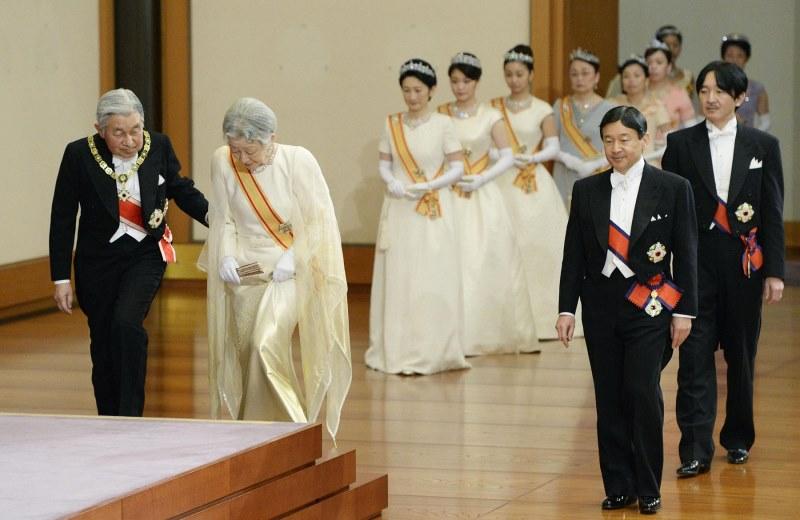 Vì sao Thiên Hoàng của Nhật Bản lại chỉ có tên mà không có họ?