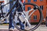 Bánh xe thay thế biến xe đạp thường thành xe điện trong 60 giây
