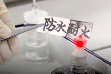 Trung Quốc tìm ra loại giấy mới không cháy, không thấm nước (video)