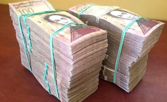 Số lượng tiền Gideon Long đổi được từ 100 USD