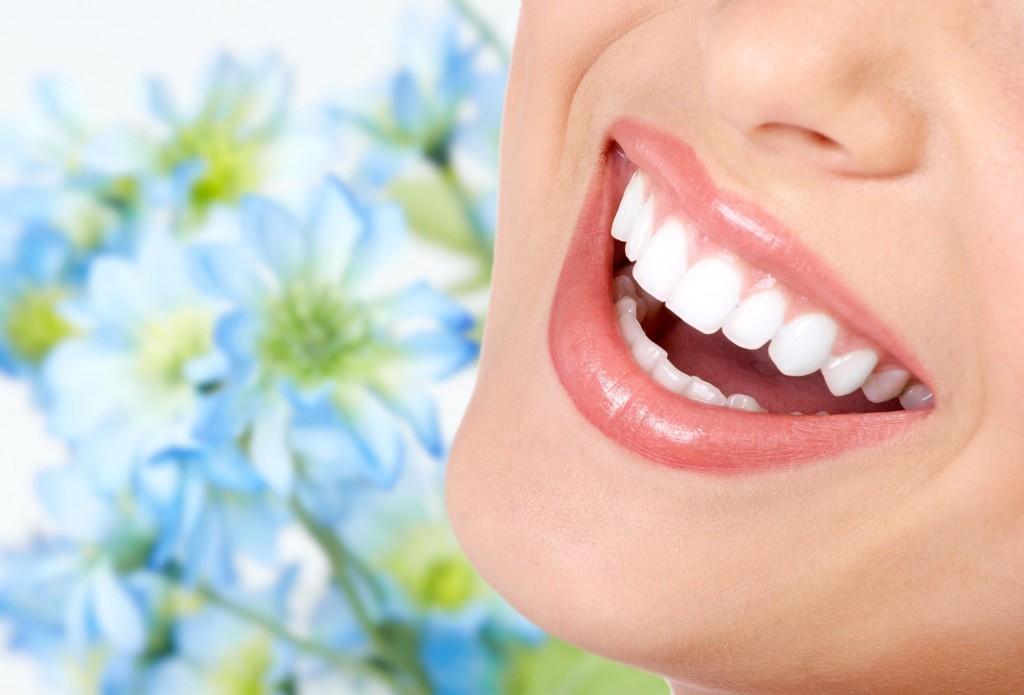 Trong muối biển còn có chứa chất flo tự nhiên, có lợi cho răng và nướu. (Ảnh: Internet)