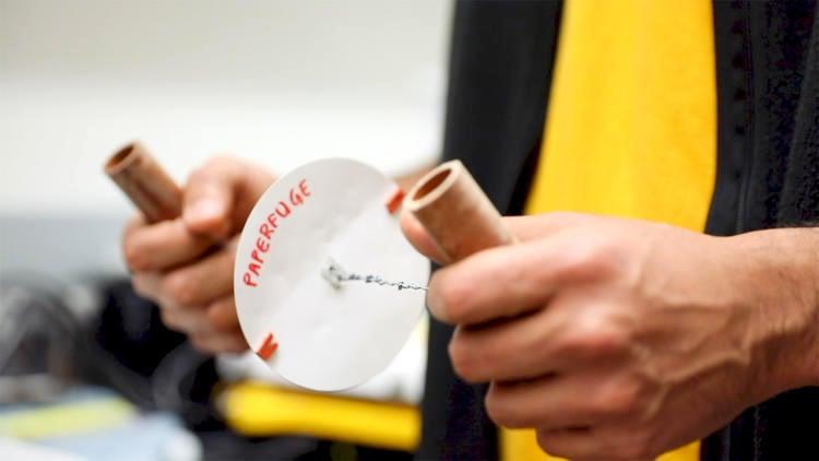 Máy ly tâm mới dựa trên chuyển động của chong chóng xoay đồ chơi. (Ảnh: Đại học Stanford)