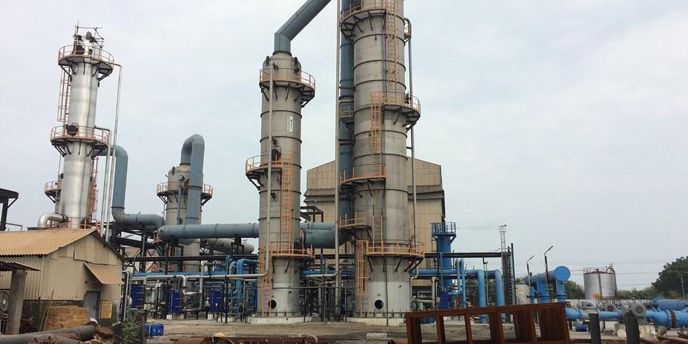 Nhà máy nhiệt điện Tuticorin gần cảng Thoothukudi trên Vịnh Bengal, miền nam Ấn Độ. Đây được xem là nhà máy thu giữ và tận dụng carbon quy mô công nghiệp đầu tiên. (Ảnh: Roger Harrabin/The Guardian)